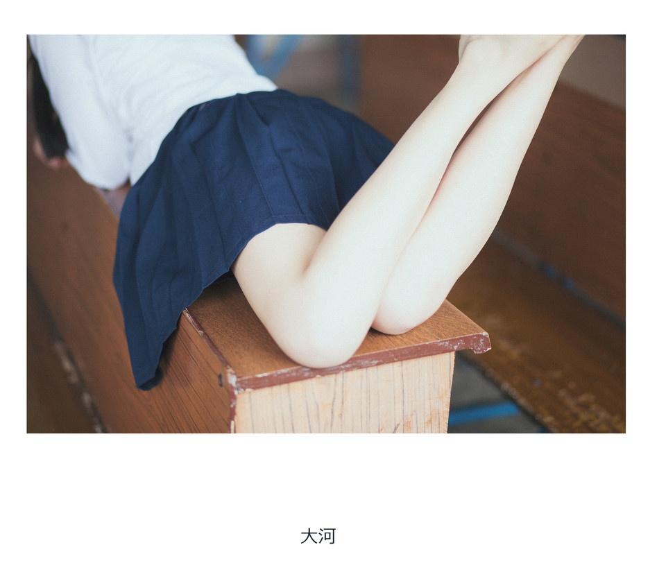 【领域少女】黑丝学生弄湿胖次2019-01-02