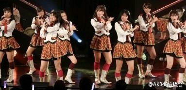 【HKT新闻】HKT48 TeamT2和4期研究生的「手をつなぎながら」公演初日-看客路
