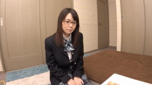 萝莉眼镜妹町田さや(町田沙耶)一流女棋士的真面目是持田栞里